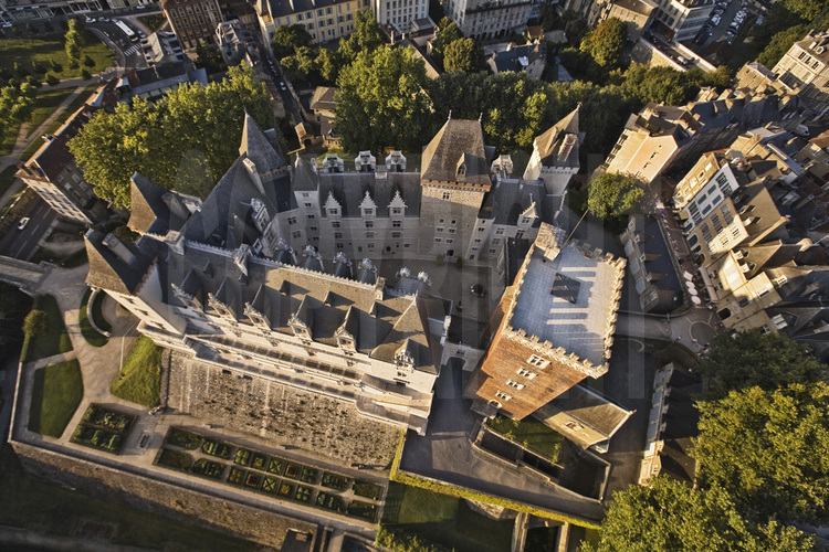 [Image: like-and-book-chateau-pau.jpg]